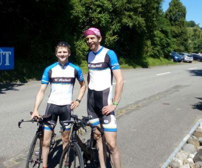 Trainer und Athlet starten gemeinsam bei Paarzeitfahren