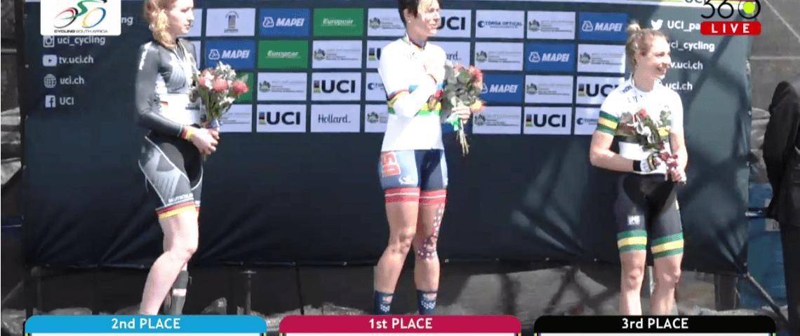 Raphaela Eggert auf dem Podium beim Zeitfahren der Paracycling WM 2017