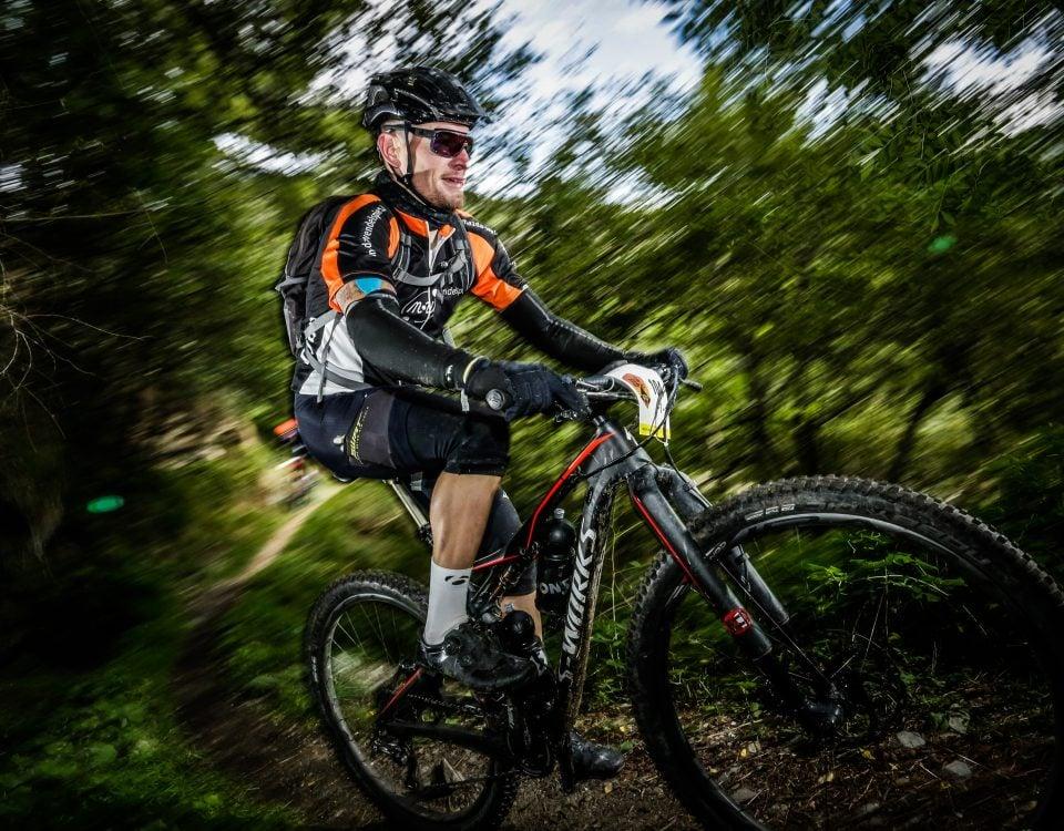 Djure Wendelspiess bei der gezielter Wettkampfvorbereitung auf dem Mountainbike